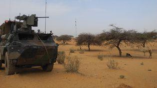 Un véhicule blindé de la force barkhane en patrouille près de Gossi au Mali, le 15 mars 2019. (DAPHNE BENOIT / AFP)