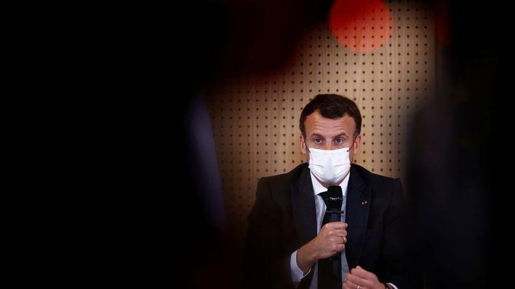 Emmanuel Macron le 14 février 2021. (CHRISTIAN HARTMANN / POOL / AFP)