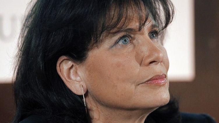 La journaliste Anne Sinclair présente à la presse le site dont elle est la directrice éditoriale, le Huffington Post français, le 23 janvier 2012. (PATRICK KOVARIK / AFP)