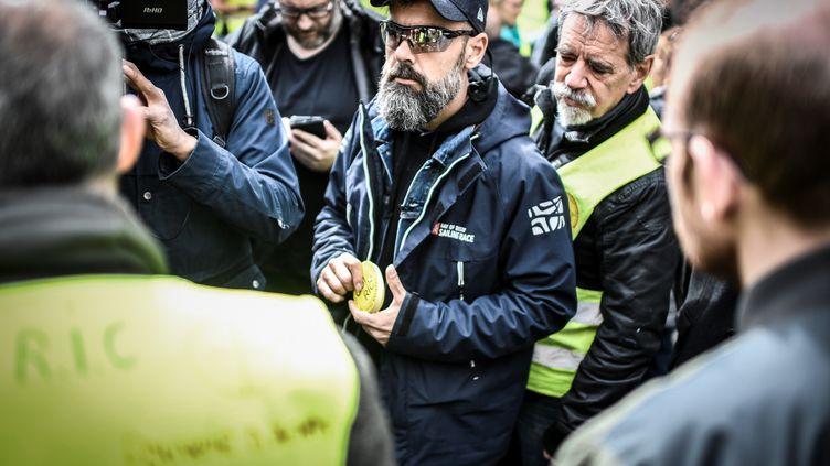 """Jérôme Rodrigues, pendant une manifestation des """"gilets jaunes"""", le 9 avril 2019 à Paris. (STEPHANE DE SAKUTIN / AFP)"""
