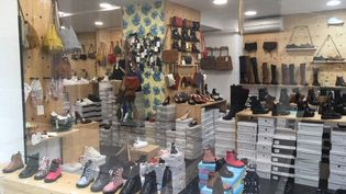 Un magasin de chaussure à Avignon dans le Vaucluse. (MARIE-AUDREY LAVAUD / RADIOFRANCE)