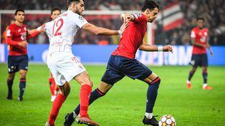 Le Lillois José Fonte au duel avec Rafa Mir lors de LOSC-FC Séville en Ligue des champions, le 20 octobre 2021. (MATTHIEU MIRVILLE / MATTHIEU MIRVILLE)