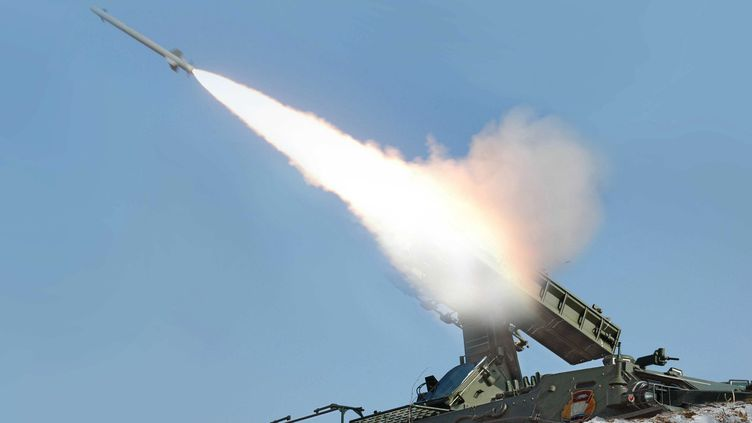 Des missiles nord-coréens tirés lors d'un exercice militaire, le 20 mars 2013. (MAXPPP)