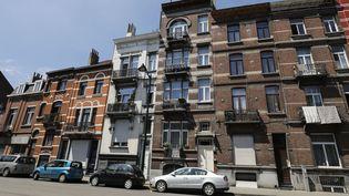 Les habitations perquisitionnées à Anderlecht par la police belge lors d'une opération antiterroriste, mercredi 5 juillet 2017. (THIERRY ROGE / BELGA MAG / AFP)