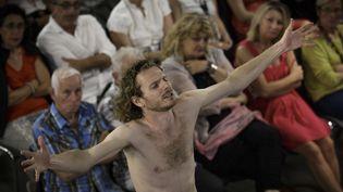 Frédéric Le Sacripan est Prométhée  (Christophe Raynaud de Lage/Festival d'Avignon)