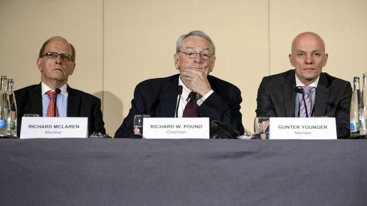 Fin 2015, Richard McLaren (ici avec Richard Pound et Guenter Younger) membre de la Commission indépendante de l'Agence mondiale antidopage (FABRICE COFFRINI / AFP)
