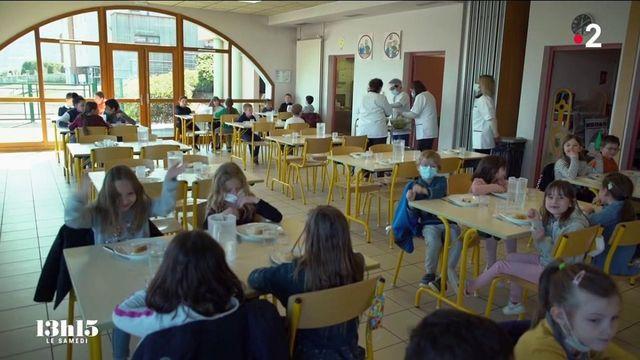 """VIDEO. """"Les enfants réclament la soupe"""" : le succès des cantines vertueuses savoyardes grâce à la restauration collective éco-responsable"""