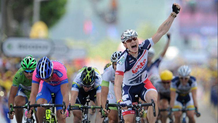 André Greipel gagne la 4e étape à Rouen au terme d'un sprint maîtrisé. L'Allemand, tout en puissance, conquiert sa 2e victoire sur la Grande Boucle.
