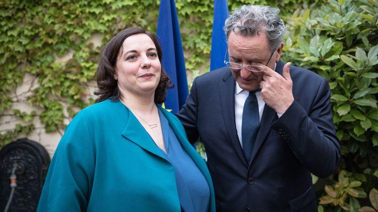 Emmanuelle Cosse participe à la passation de pouvoirs au ministère du Logementavec son successeur Richard Ferrand, à Paris, le 17 mai 2017. (MAXPPP)
