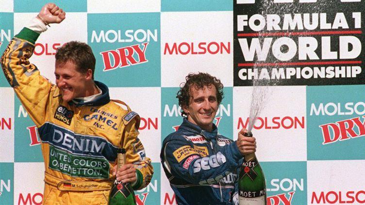 Montreal, le 13 Juin 1993. Cette fois, c'est derrière Alain Prost que Schumi termine le GP du Canada. Huit ans plus tard, l'Allemand égalera le record du Français de quatre titres de champion du monde et de 51 victoires en GP. (JEFF HAYNES / AFP)