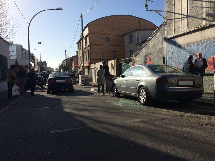 La Seat Leon a été découverte samedi 14 novembreà la place où est à présent garée cette berline Audi, à Montreuil (Seine-Saint-Denis). (CHRISTOPHE RAUZY / FRANCETV INFO)
