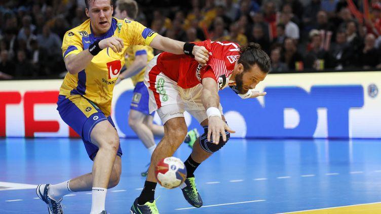 Danois et Suédois ont livré une rencontre très physique  (THOMAS SAMSON / AFP)