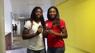 Les championnes du monde de judo en titre, Marie-Eve Gahié et Madeleine Malonga, le 3 septembre 2019 à franceinfo. (FRANCEINFO / RADIOFRANCE)