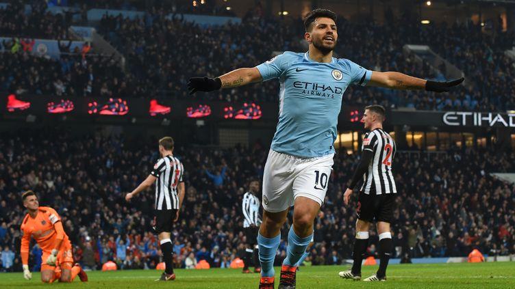 Le bonheur de Sergio Agüero, auteur d'un triplé contre Newcastle (PAUL ELLIS / AFP)