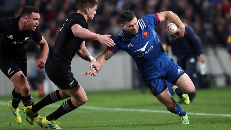 Le joueur du XV de France Remy Grosso souffre d'une double fracture suite à un choc contre la Nouvelle-Zélande.  (MICHAEL BRADLEY / AFP)