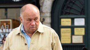 """Dominique Alderweireld, alias """"Dodo la Saumure"""", lors de son arrivée au tribunal de Lille, le 12 juin 2015. (DENIS CHARLET / AFP)"""