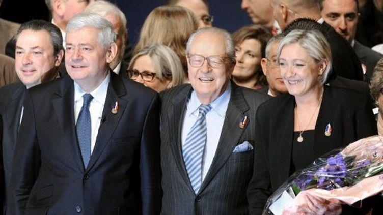 Bruno Gollnisch et la famille Le Pen au congrès de Tours (ALAIN JOCARD / AFP)