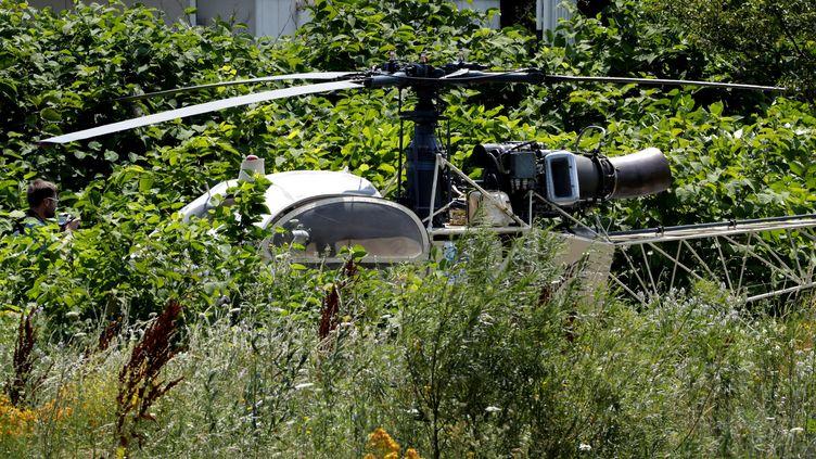 L'hélicoptère Alouette II abandonné après l'évasion spectaculaire de Redoine Faïd de la prison de Réau (Seine-et-Marne), le 1er juillet 2018. (GEOFFROY VAN DER HASSELT / AFP)