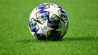 Le ballon de la Ligue des champions avant un match entre l'Atletico Madrid et la Juventus, en Espagne, le 18 septembre 2019. (JAVIER SORIANO / AFP)
