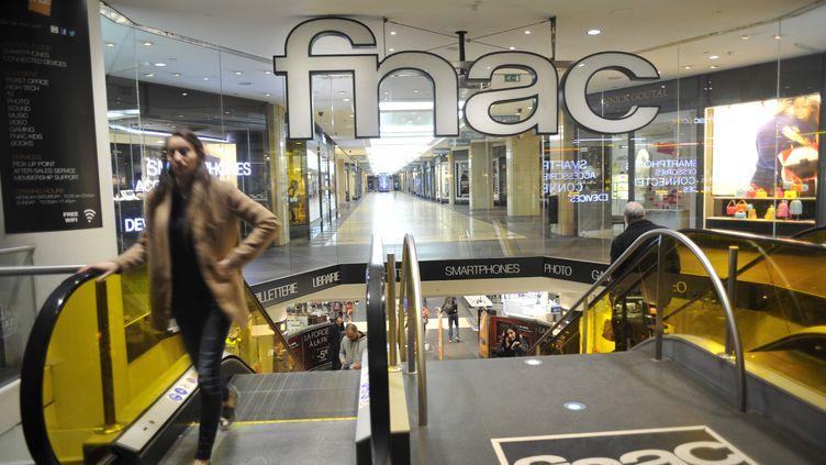 L'enseigne d'un magasin Fnac, à Paris, en 2016. (BOB DEWEL / ONLY FRANCE / AFP)