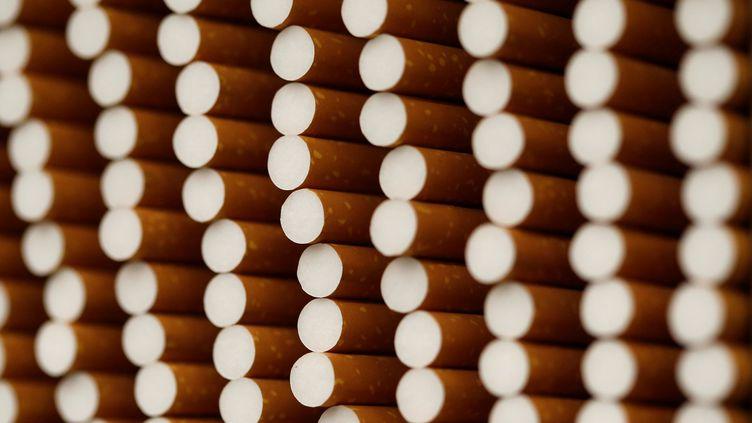 Des cigarettes dans une usine de British American Tobacco en avril 2014. (MICHAELA REHLE / X01425)