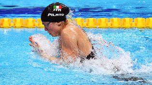 La nageuse italienne Benedetta Pilato lors des séries du 50m brasse des Championnats d'Europe de natation à Budapest, le 22 mai 2021 (ATTILA KISBENEDEK / AFP)