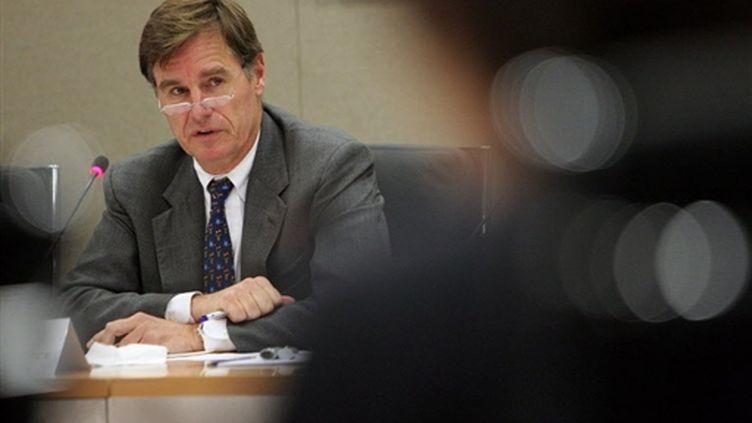 Manfred Schepers, vice-président de la BERD, lors d'une conférence de presse à Londres, le 25 février 2009. (AFP - Leon Neal)