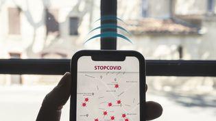 Unaperçu de l'application StopCovid développée en France durant la pandémie de coronavirus. (IDRISS BIGOU-GILLES / HANS LUCAS / AFP)
