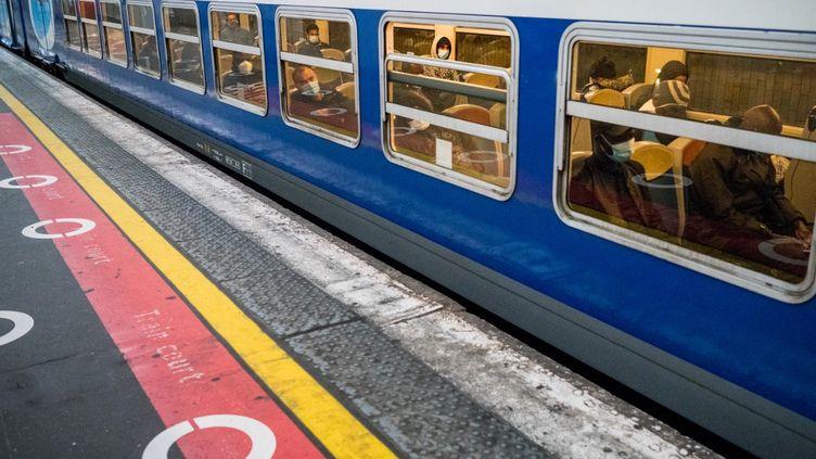 Un RER D en gare de Lyon, à Paris, le 12 mai 2020. (BENJAMIN GIRETTE / HANS LUCAS / AFP)