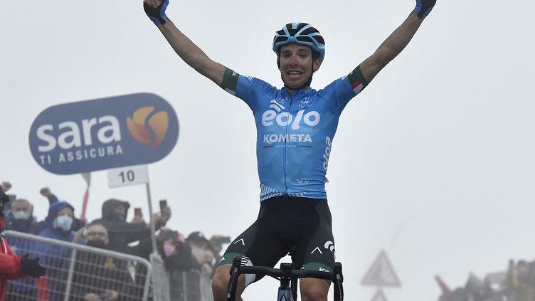 L'Italien Lorenzo Fortunato (Eolo-Kometa) a réalisé un grand numéro sur les rampes du Zoncolan pour la 14e étape du Giro, entre Cittadella et le Monte Zoncolan, samedi 22 mai 2021. (TOMMASO PELAGALLI / AFP)