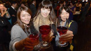 Dégustation de beaujolais nouveau, le 14 novembre 2012 à Tokyo (Japon). ( MAXPPP)