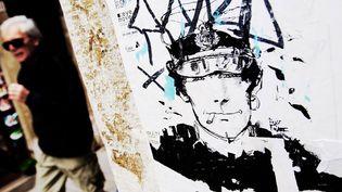 Une affiche de Corto Maltese dans les rues de Venise  (Antoine Lorgnier/ ONLYFRANCE / AFP)
