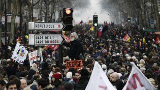 Le cortège des manifestants place de la Bastille à Paris, jeudi 22 mars. (PHILIPPE LOPEZ / AFP)