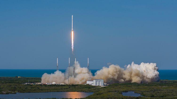 (La fusée Falcon 9 de SpaceX décolle le 9 avril de Cap Canaveral©MAXPPP)