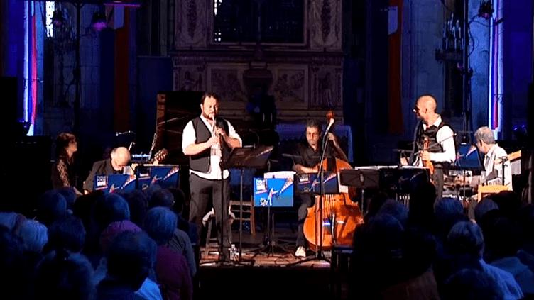 Le concert Klezmer en référence à Rabbi Jacob, à Saint-Léonard-de-Noblat  (France 3 / Culturebox)