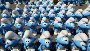 Des figurines des Schtroumpfs présentées à Wuhan (Chine), le 19 septembre 2013. (AFP)