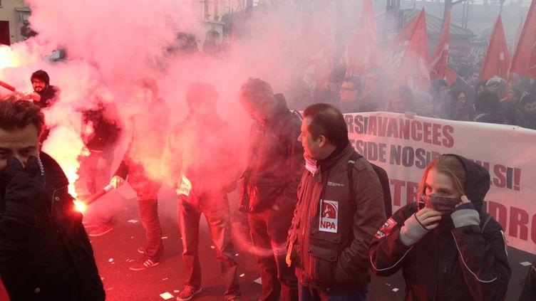 Des manifestants rassemblés contre la tenue du congrès du Front national à Lyon (Rhône), le 29 novembre 2014. (MICHEL PELLETIER / CITIZENSIDE / AFP)
