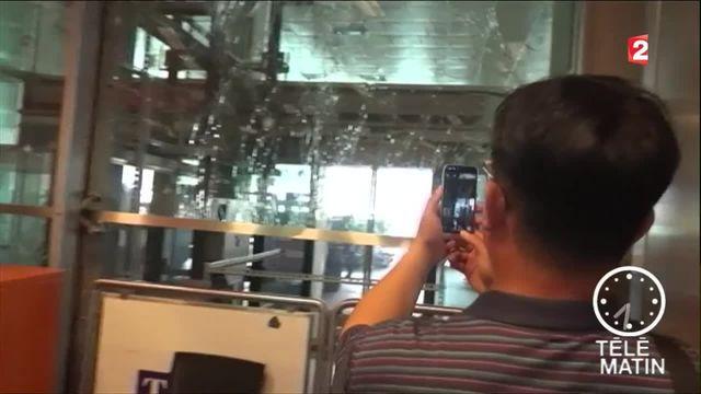 A l'aéroport Atatürk d'Istanbul, l'activité reprend au milieu des impacts de balles