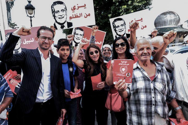 Partisans du Coeur de la Tunisie, le parti de Nabil Karoui, candidat présent au second tour (et qui se trouve actuellement en prison), pendant un meeting de campagne à Tunis le 3 octobre 2019. (KHALED NASRAOUI / DPA)