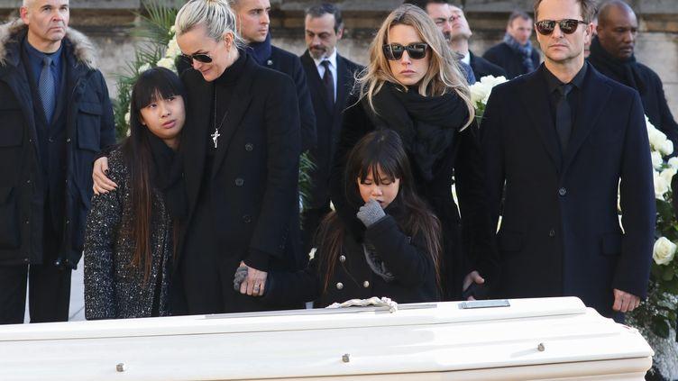 Laeticia Hallyday, accompagnée de ses deux filles Jade et Joy, avec David Hallyday et Laura Smet, lors de l'hommage national à Johnny Hallyday, le 9 décembre 2017 à Paris. (LUDOVIC MARIN / AFP)