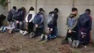 Cent cinquante jeunesavaient été interpellées par la police, le 6 décembre 2018 à Mantes-la-Jolie (Yvelines). (CAPTURE D'ÉCRAN / TWITTER)