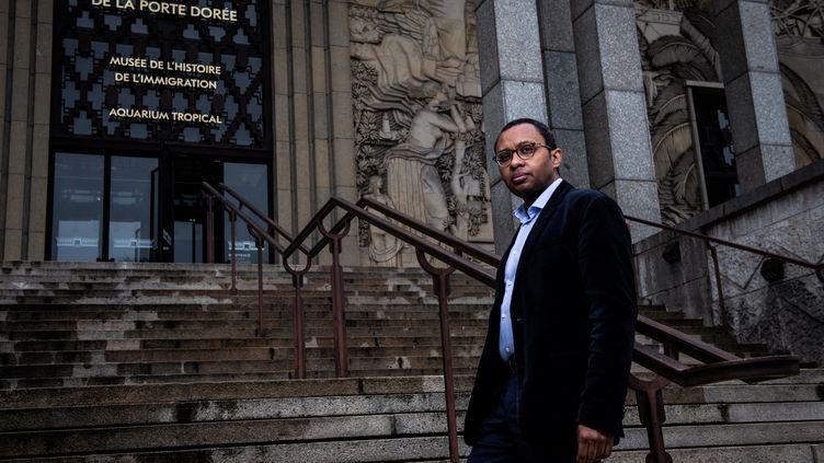 L'historienPap Ndiaye,nouveau directeur général de l'établissement public du Palais de la Porte Dorée (qui regroupe Musée national de l'histoire de l'immigration et Aquarium tropical), pose devant les lieux le 5 mars 2021. (MARTIN BUREAU / AFP)