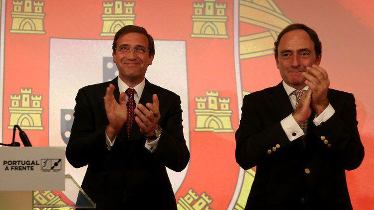 A gauche, le Premier ministre sortant, Pedro Passos Coelho, arrivé en tête des élections... mais en perdant de sa majorité absolue.