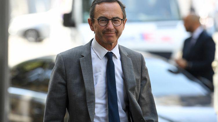 BrunoRetailleau se rend à une réunion des Républicains à Paris, le 20 juillet 2021. (ALAIN JOCARD / AFP)
