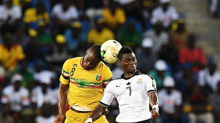 Duel entre Yacouba Sylla et Christian Atsu  (JUSTIN TALLIS / AFP)