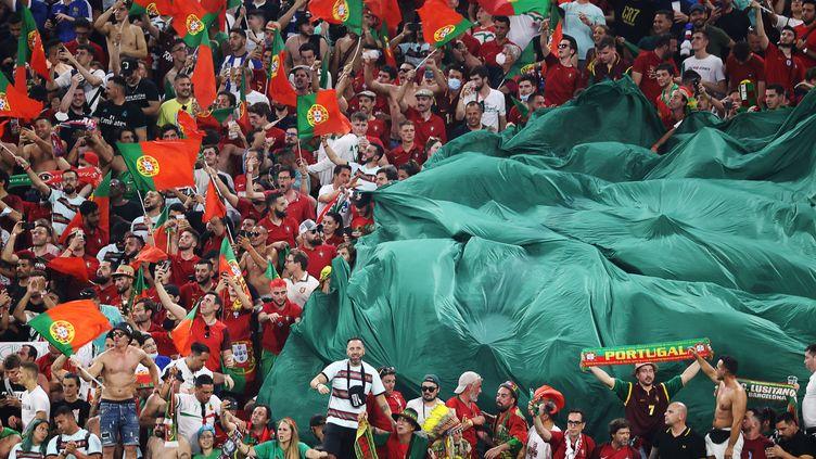 Les supporters du Portugal dans la Puskas Arena de Budapest, le 23 juin 2021. (BERNADETT SZABO / AFP)