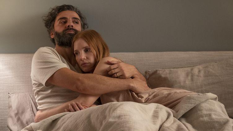 Jessica Chastain (Mira), Oscar Isaac (Jonathan), un couple en péril. (OCS /HBO)