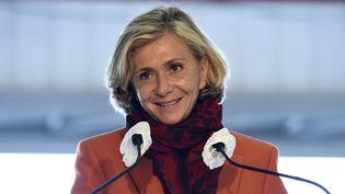 La présidente de la région Île-de-France Valérie Pecresse prononce un discours à l'aéroport de Pontoise(Val-d'Oise), le 30 septembre 2020. (ERIC PIERMONT / AFP)