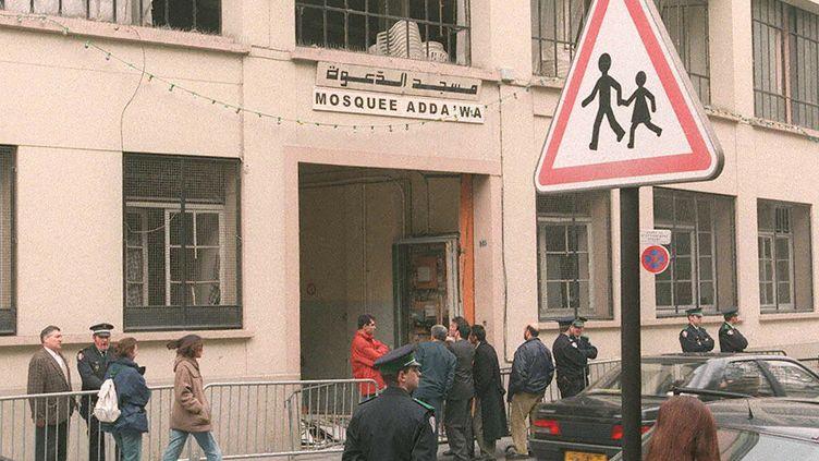 La mosquée Adda'wa, rue de Tanger, dans le 19e arrondissement de Paris. Elle avait été visée par une attaque en 1997. (PATRICK KOVARIK / AFP)