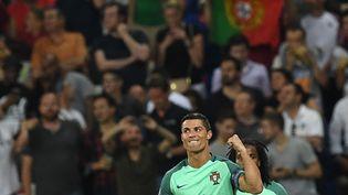 Cristiano Ronaldo célèbre son but en demi-finale de l'Euro, à Lyon, mercredi 6 juillet 2016. (FRANCISCO LEONG / AFP)